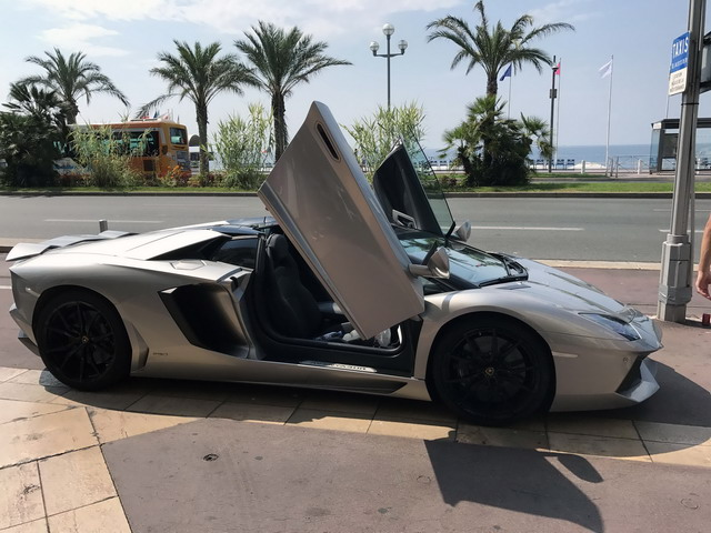 Reservation of a vehicle and rental an exotic exclusive car in Alicante