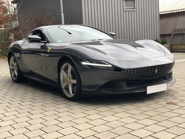 Booking a very fast car or rental sport vehicle in Marbella