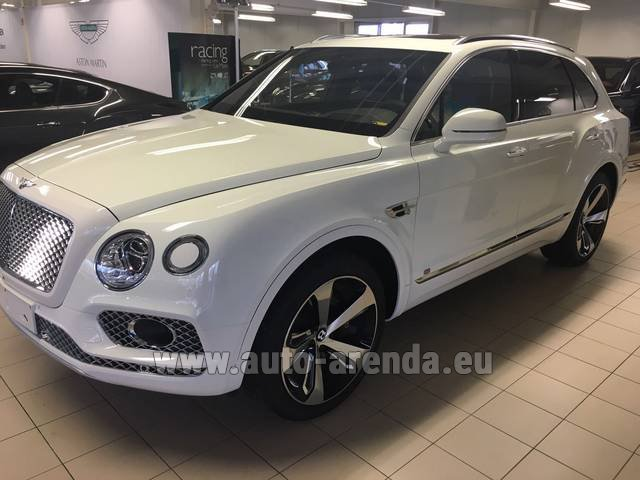Rental Bentley Bentayga W12 NAIM 22 Rear-Enterteiment in San Sebastian