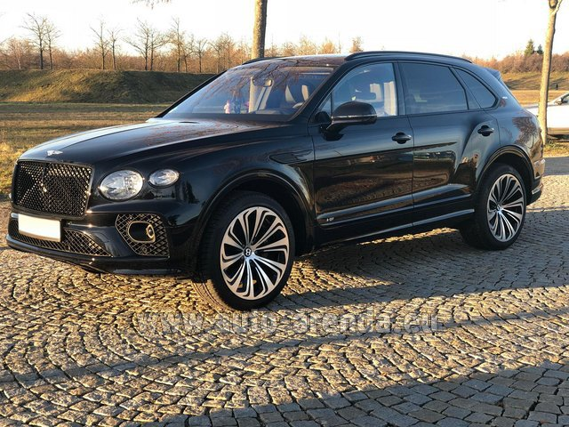 Rental Bentley Bentayga V8 new Model 2021 in Eivissa