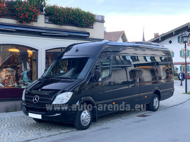 Rental Mercedes-Benz Sprinter 18 seats in Playa Puerto Banus
