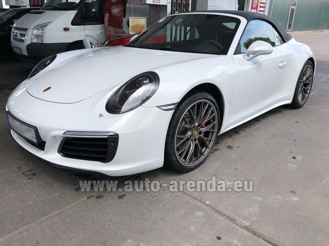 Rental Porsche 911 Carrera 4S Cabrio White in Madrid