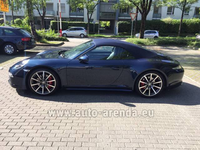 Rental Porsche 911 Carrera 4S Cabriolet in Madrid
