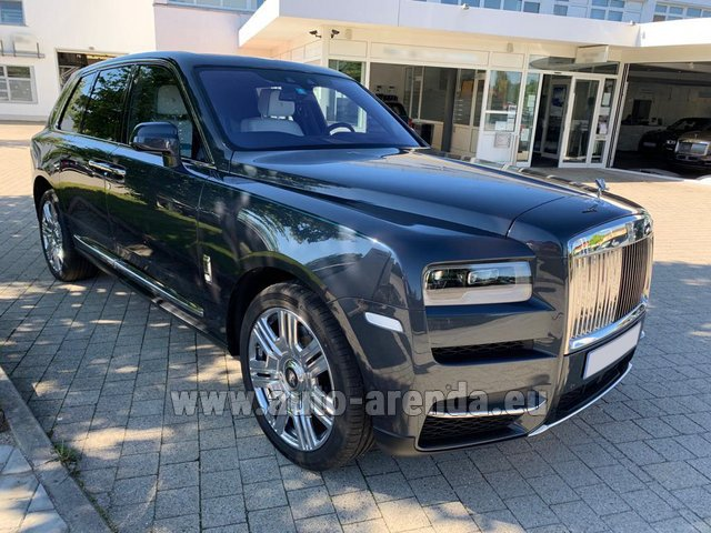 Rental Rolls-Royce Cullinan dark grey in Ibiza
