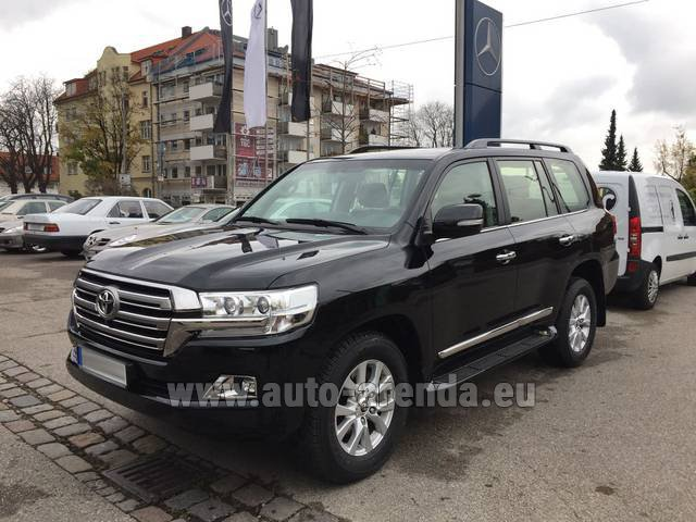 Rental Toyota Land Cruiser 200 V8 Diesel in Playa Puerto Banus